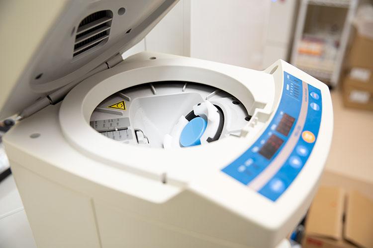 軟膏自動調剤機